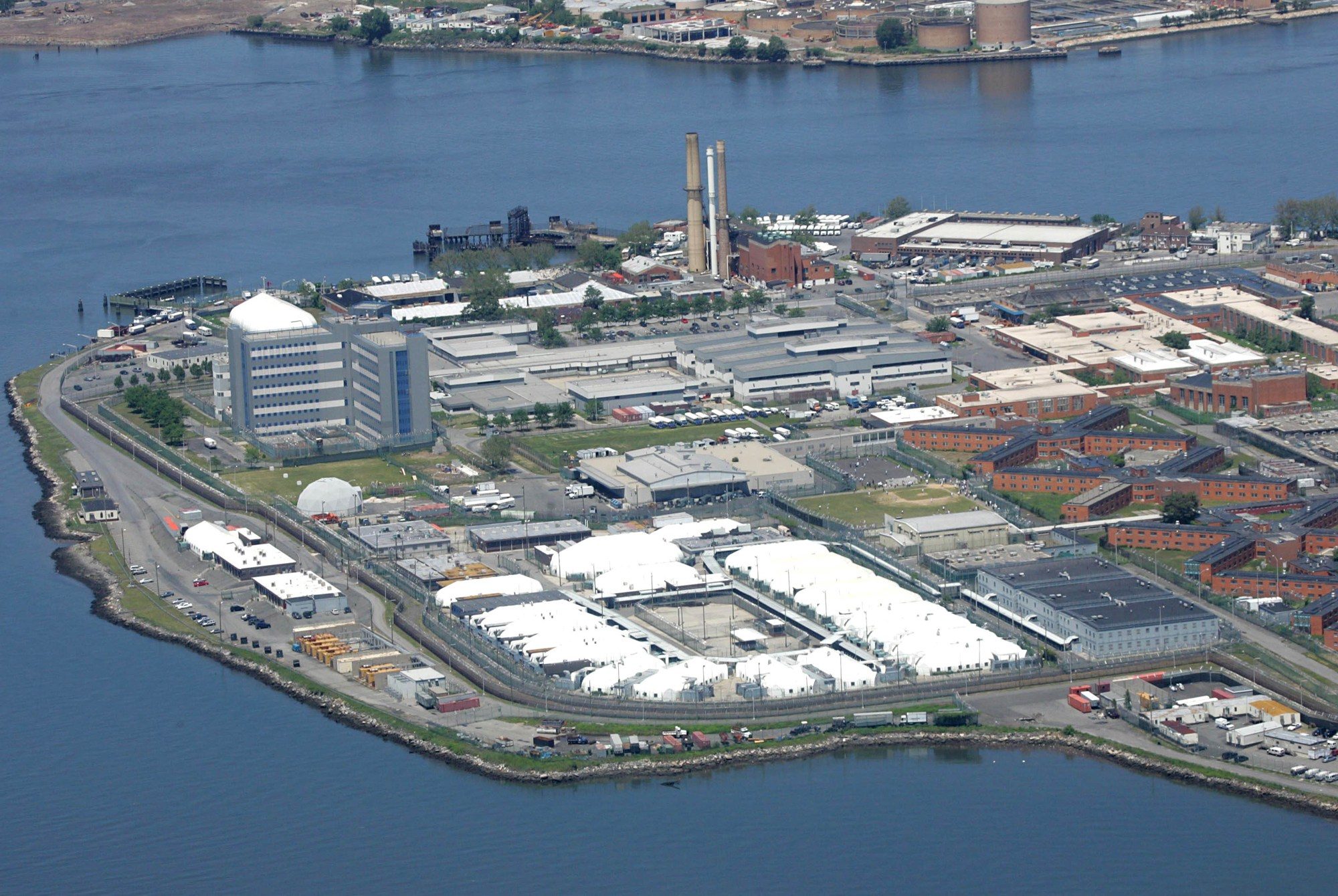 May 20, 2011: An aerial view of the Rikers Island Jail Complex in New York City. Pictured here on June 4, 2005. Credit : INFphoto.com Ref.: infusny-01/31